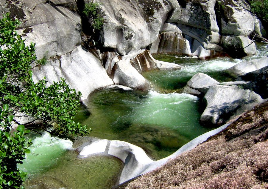 Los 10 mejores destinos para una escapada este verano for Piscinas naturales jerte
